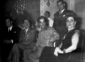 Jorge Negrete - Meeting with Mexican president Miguel Alemán Valdés, from left to right Jorge Negrete, the president Miguel Alemán Valdés, Mario Moreno Cantinflas and María Tereza Montoya.