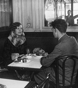Maria Rasputin - Maria Rasputin being interviewed by a journalist from the Spanish magazine Estampa in 1930.