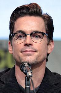 https://upload.wikimedia.org/wikipedia/commons/thumb/8/83/Matt_Bomer_by_Gage_Skidmore.jpg/200px-Matt_Bomer_by_Gage_Skidmore.jpg