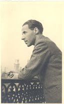 Maurice Betz sur sa terrasse du 1 rue Médicis.jpg