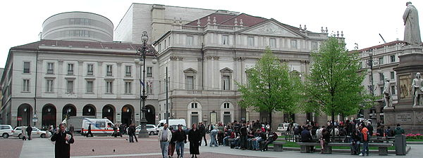 The exterior of La Scala in 2005 after the 2002/04 renovations Milano scala piazza.jpg