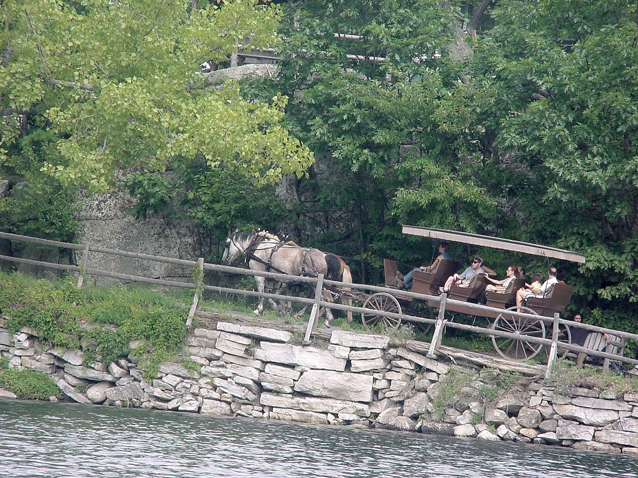 File mohonk mountain house horse carriage for Mountain house media