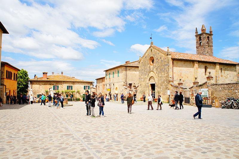File:Monteriggioni Toscana 01.JPG