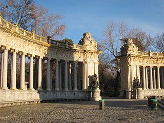 Monument to Alfonso XII of Spain, Madrid - columns 1.JPG
