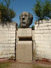 Monumento a Antonio Machado, Madrid