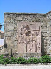 Monumento en honor de Fernando II de León en el VIII centenario de su muerte (Puerta de Amayuelas).jpg
