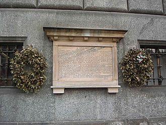 Lapide commemorativa presso il comune di Monza