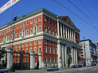 http://upload.wikimedia.org/wikipedia/commons/thumb/8/83/Moscow_city_hall.jpg/330px-Moscow_city_hall.jpg