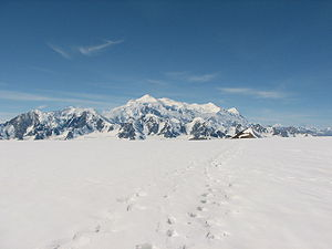 Mount Logan - Image: Mountain and footprints