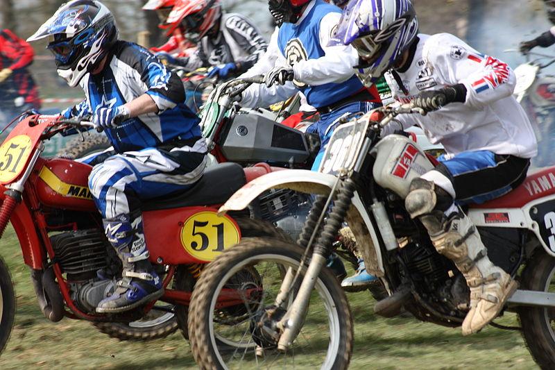 File:NI Classic Scrambles Club Racing, Delamont, April 2010 (18).JPG
