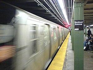 Bedford Avenue (BMT Canarsie Line) - Station platform