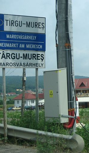 Târgu Mureș - A trilingual town sign in Târgu Mureș. Marosvásárhely is the Hungarian name and Neumarkt am Mieresch, German.