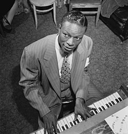 O cantaire estatounitense Nat King Cole, 1945