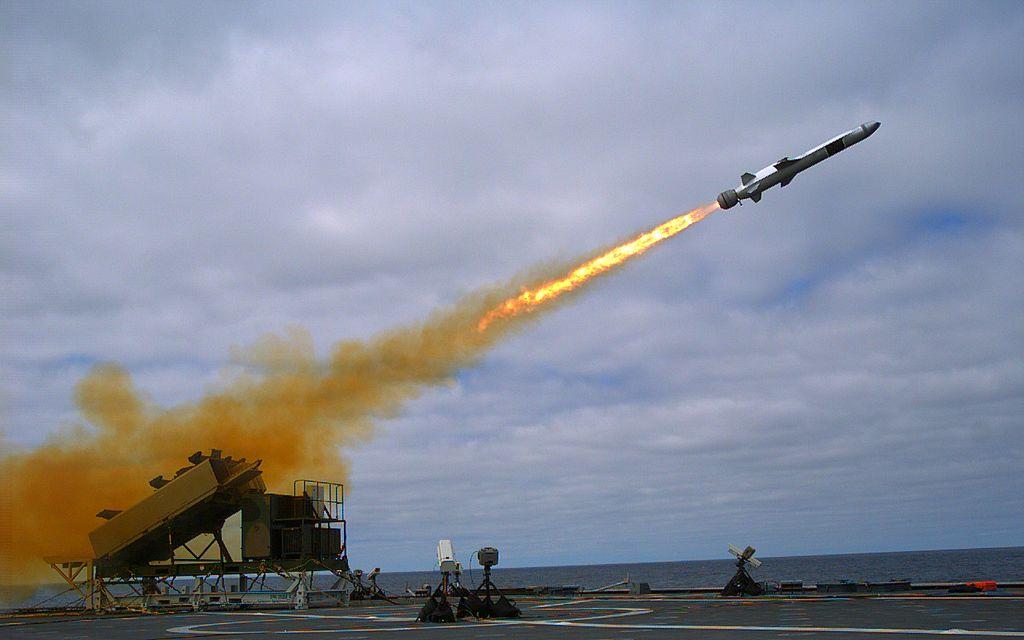 الصواريخ المضادة للسفن ..Anti-ship missiles 1024px-Naval_Strike_Missile_launch_from_USS_Coronado_%28LCS-4%29_in_September_2014