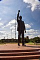 Nelson Mandela Statue, Bloemfontein, Free State, South Africa (20349809328).jpg