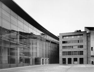 Neues Museum Nürnberg - Image: Neues Museum Nbg Aussenansicht