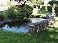 Neufmaisons (M-et-M) fontaine sculptée.jpg