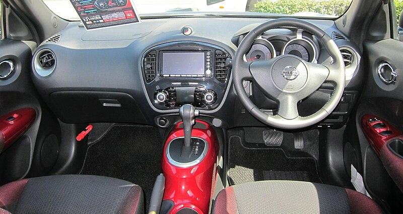 File nissan juke 15rx wikimedia commons for Nissan juke interieur