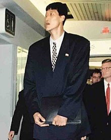 North Korean basketball player Ri Myoung-Hun arriving at Ottawa International Airport in May 1997 (cropped).jpg
