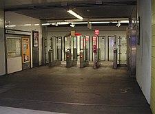 OV-chipkaart-poortjes voor metro op Station Rotterdam Blaak.