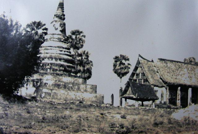 ไฟล์:Old picture of Wat Phra Fang 02.jpg