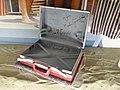 Olsen-banden - Den røde kuffert med autografer.jpg