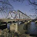Overzicht oude verkeersbrug vanuit het zuiden, met aan de linkerzijde van de brug de nieuwe brug- de Martinus Nijhoffbrug - Zaltbommel - 20384833 - RCE.jpg