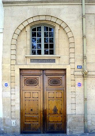 Hôtel de Lauzun - Image: P1050910 Paris IV quai d'Anjou n°17 porte rwk