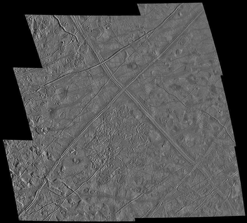 Мозаика из снимков поверхности Европы