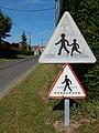 Panneaux français A13a et ancien A13b à Lozay.jpg