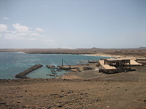 Pedra de Lume - View of the port, the center of Pedra de Lume and the area's south, on the middle right is the view of Espargos and Monte Curral and further southwest Monte Leão