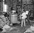 Persmachines voor het kiemwit van de kokos in de het bedrif Leasowes in Coronie, Bestanddeelnr 252-5703.jpg