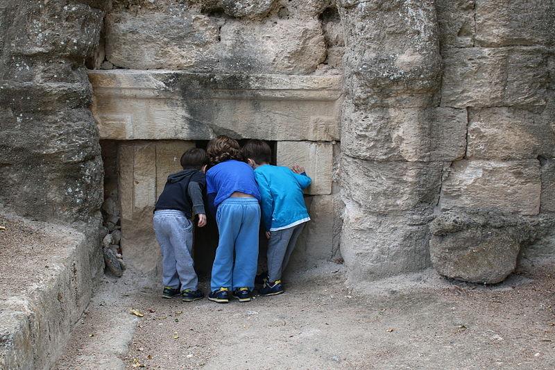 חוקרים בבית שערים