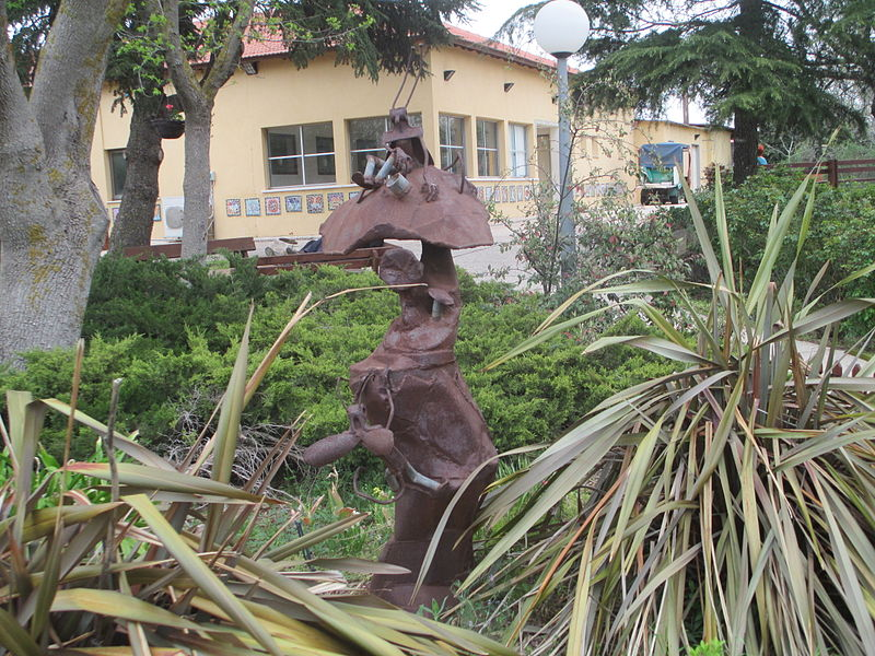 פסל בקיבוץ אורטל
