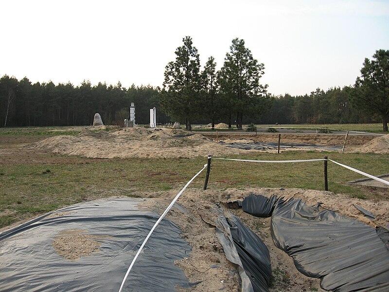 מחנה ההשמדה חלמנו בורות הקבורה
