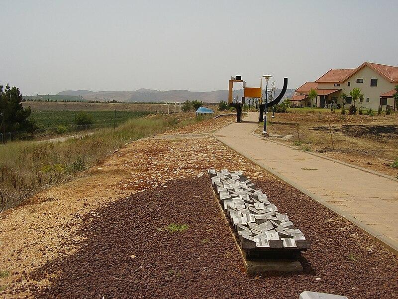 טיילת הפיסול בקיבוץ יראון