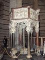 Pisa.Baptistery.pulpit01.jpg