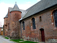 Plomion église fortifiée (façade nord) 1.jpg