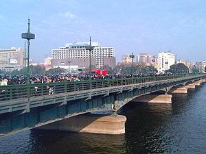 Qasr El Nil Bridge - Image: Police on Kasr El Nile Bridge Jan 28 2011