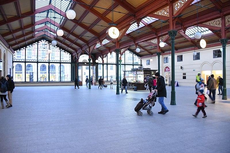 File:Praha-Masarykovo-nádraží-interiér2017h.jpg