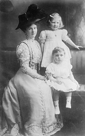 Princess Alice, Countess of Athlone - Princess Alice, Countess of Athlone with her children May and Rupert, circa 1909.