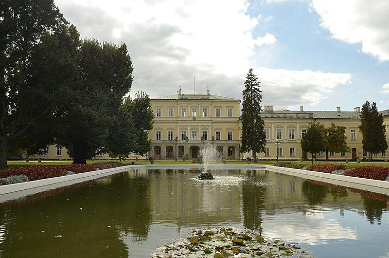 File:Puławy, Pałac Czartoryskich (02).jpg