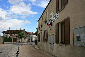 Puiseux-Pontoise - The town hall and school of Puiseux-Pontoise
