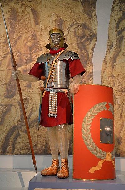 Reconstruction of a Roman legionary, Museum het Valkhof, Nijmegen (Netherlands) (9567092987).jpg