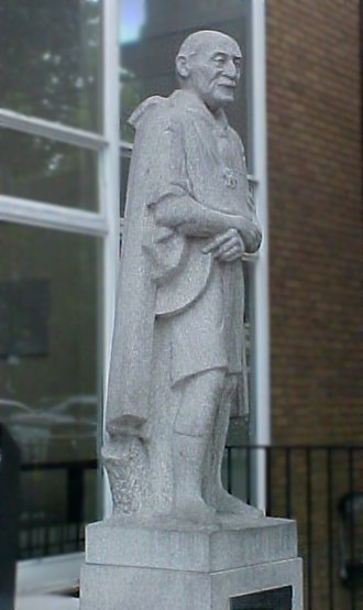 Baden-Powell House - Statue of Baden-Powell by Don Potter (1960)