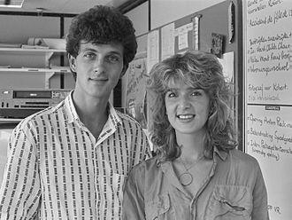 Jeugdjournaal - Jeugdjournaal presenters Robert ten Brink and Leoni Jansen in 1984