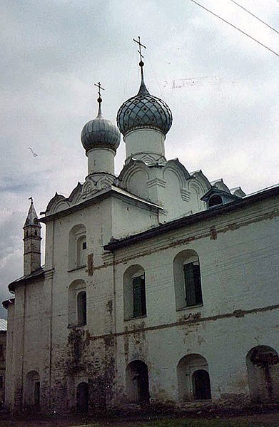 https://upload.wikimedia.org/wikipedia/commons/thumb/8/83/Rostov_Veliky._Rozhdestvensky_Monastery-2.jpg/391px-Rostov_Veliky._Rozhdestvensky_Monastery-2.jpg
