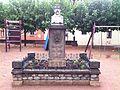 Sant Hipòlit de Voltregà- Monument a Clavé.jpg