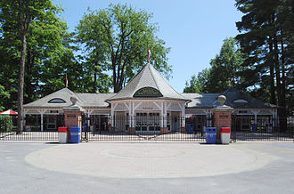 Saratoga Race Course - Image: Saratoga Race Course Entrance 2