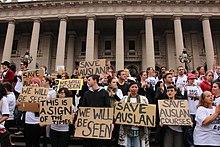 Протестующие против закрытия курсов